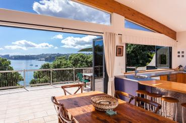 Absolute Beachfront Oneroa Bay | Waiheke.co.nz